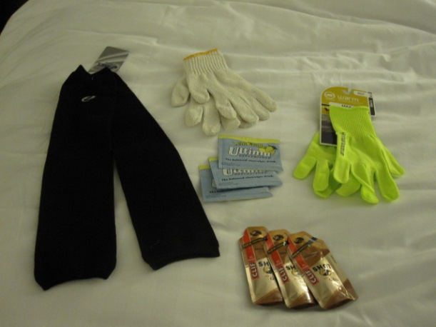 Arm warmers, Utima powder, gloves, flourescent gloves and mocha Clif shots