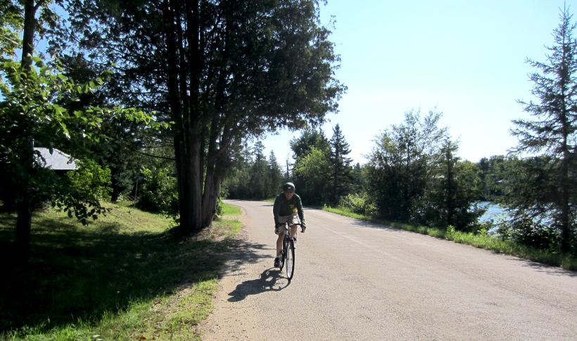 North Shore Road, cycling
